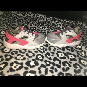 Toddler Nike Huarache size 7c shoes